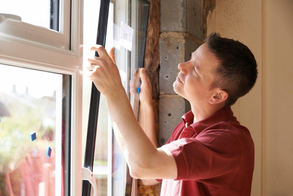 worker replacing windows