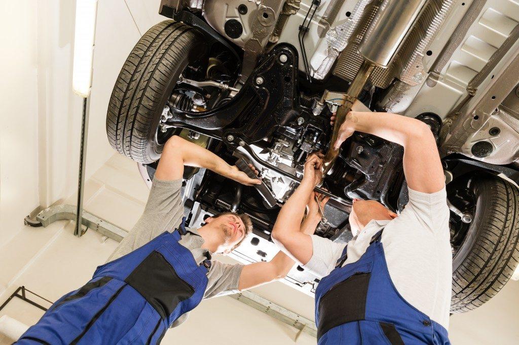 Mechanics repairing the car