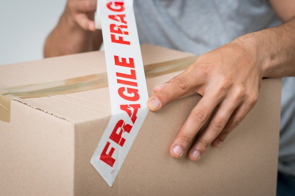 packing fragile items in a box
