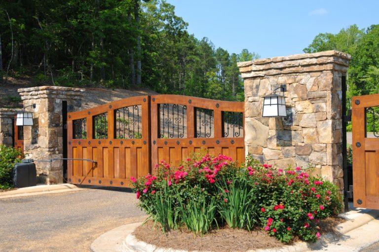 gate of mansion