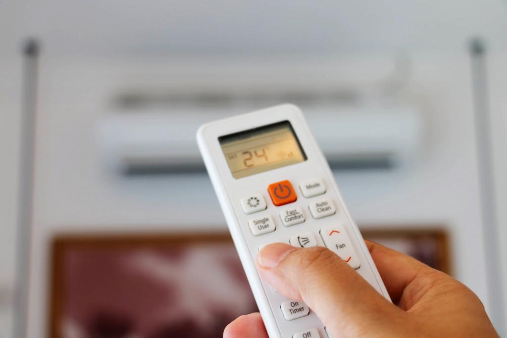 remote controller to adjust temperature
