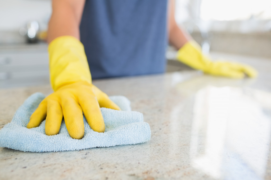 cleaning countertop
